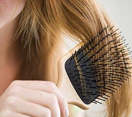 5 maneras inteligentes de prevenir obstrucciones de cabello en la regadera