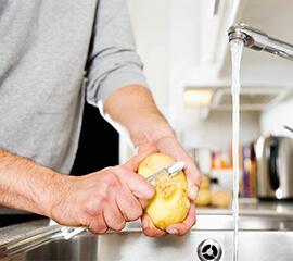 5 alimentos truculentos que causan estragos en tu triturador de basura